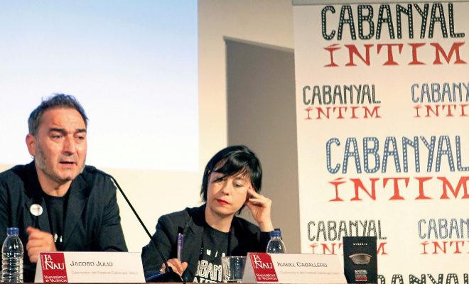 Los directores artísticos, Isabel Caballero y Jacobo Roger, ayer, durante la presentación del Festival Cabanyal Íntim.