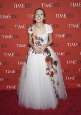 La actriz ha lucido un vestido de tul blanco con flores bordadas de...