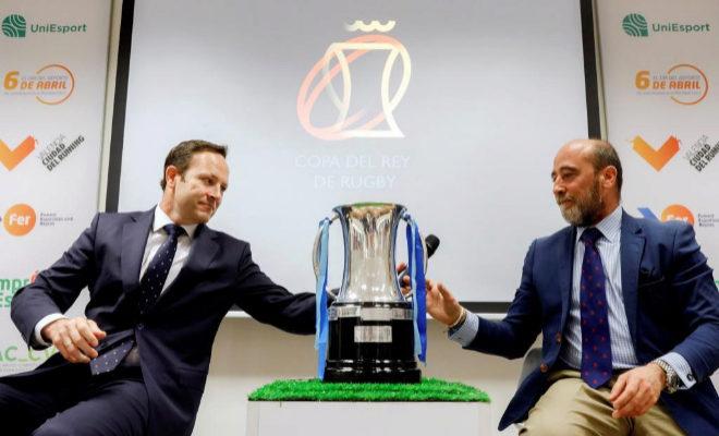 El presidente del Silverstorm El Salvador, Juan Carlos Martín (i), y el presidente del VRAC Quesos Entrepinares, Jose María Gamazo, durante la presentación de la Final de la Copa del Rey de Rugby, que se celebrará el 29 de abril en Valencia.