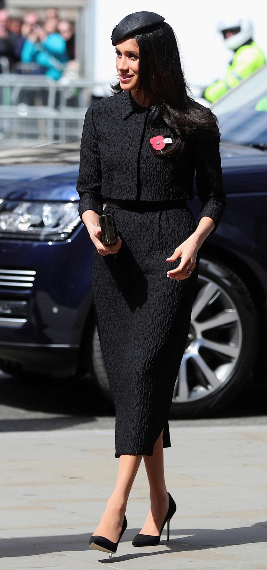 Un impecable traje de chaqueta negro ha sido la elección de Meghan...