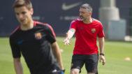 García Pimienta dirige un entrenamiento de los juveniles del Barcelona.