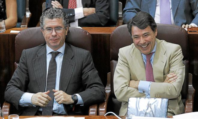 Francisco Granados e Ignacio González, en el Parlamento regional en 2011.