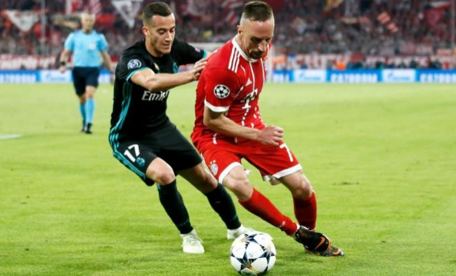 Lucas Vázquez pugna con Ribéry en el partido disputado en el Allianz.