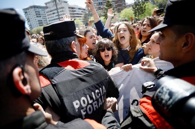 Protesta por la sentencia a las puertas de la Audiencia Provincial de...