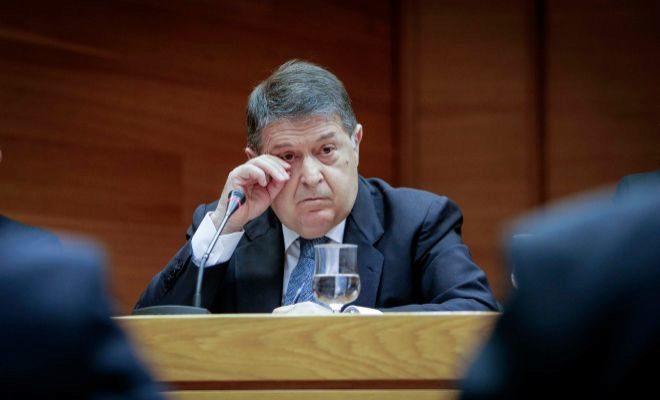 El ex presidente de la Generalitat, José Luis Olivas, hoy en las Cortes.