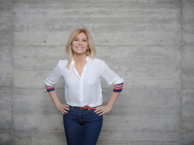La periodista Sandra Golpe, en una sesión de fotos en la sede de...