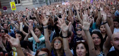 Miles de personas asisten a la concentración frente al Ministerio de...