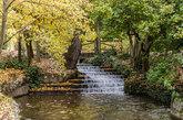 El Parque del Oeste es una isla verde dentro del distrito de Moncloa....