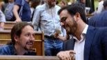 El líder de Podemos, Pablo Iglesias, y Alberto Garzón en el Congreso...