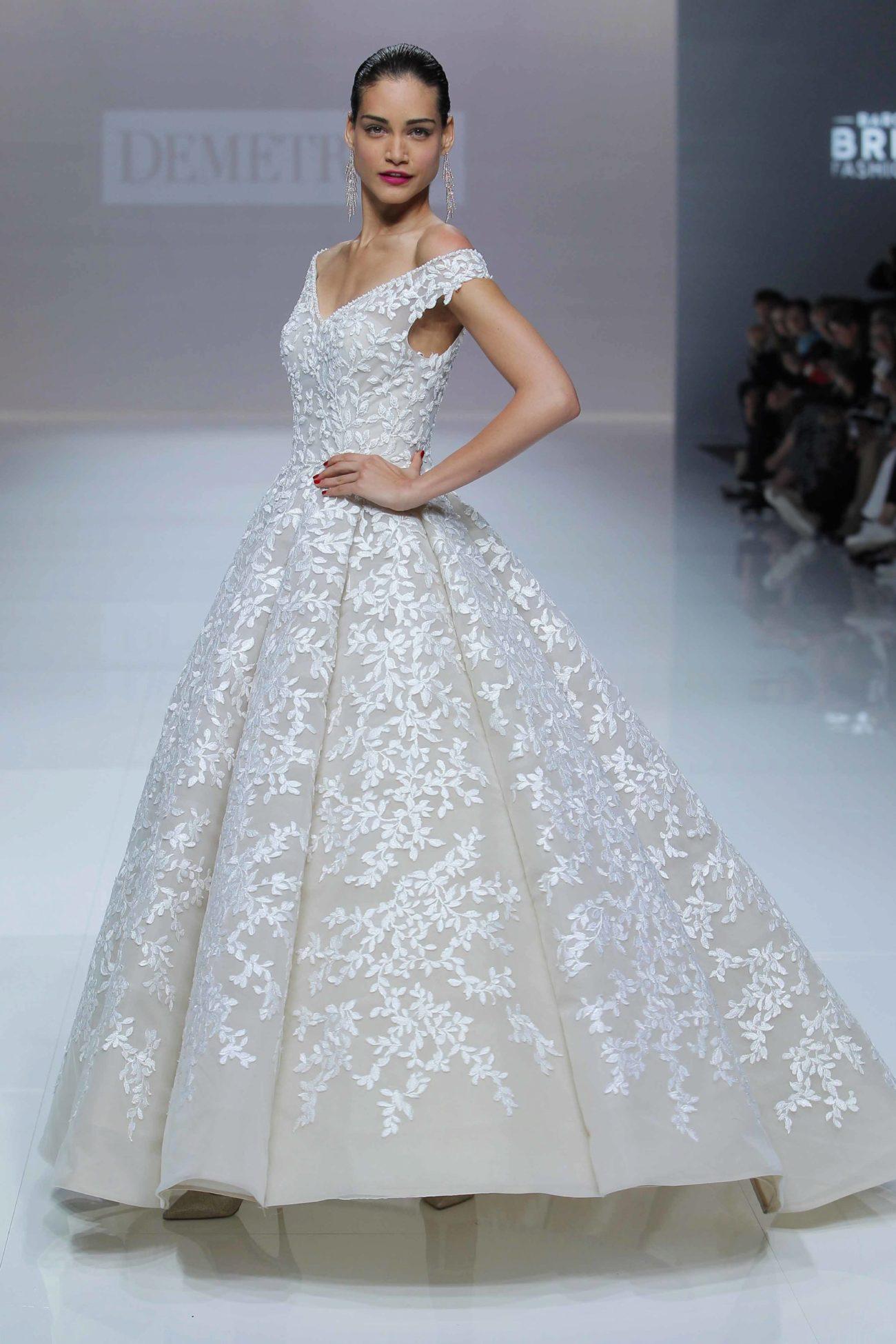 Demetrios propone la vuelta de los años 50 a los vestidos de novia ...