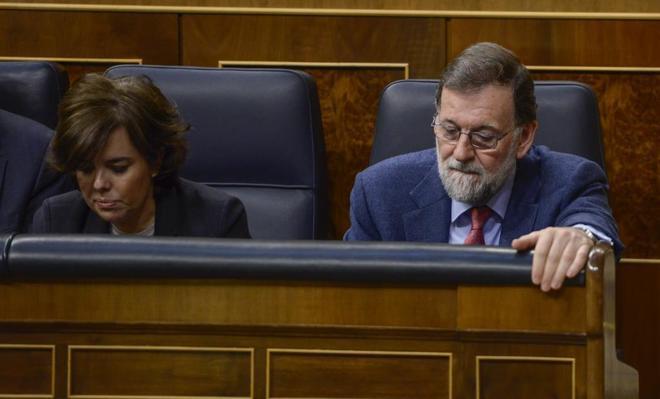 EL VOTO DE LAS 11.20 QUE SALVA A RAJOY: En la imagen, el momento en que Mariano Rajoy votó para tumbar las enmiendas a la totalidad de los Presupuestos y que, de no haber llegado a un preacuerdo con el PNV, habría sido la hora del principio del fin de la legislatura y, probablemente, de su carrera política.