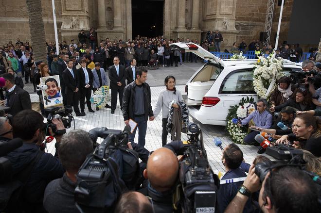 Los padres de Gabriel, tras el funeral en la catedral de Almería.
