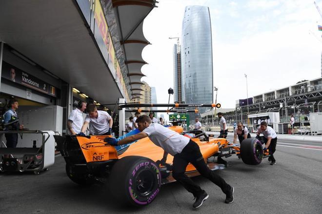 Alonso, durante una sesión de entrenamiento en Bakú.
