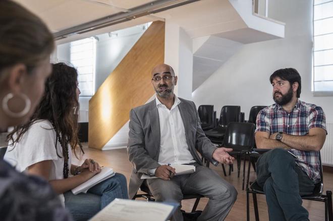 Bernardino Sanz, director de Economía y Sector Público del Consistorio (en el centro), junto a Fernando Sabín en un reportaje para este periódico.