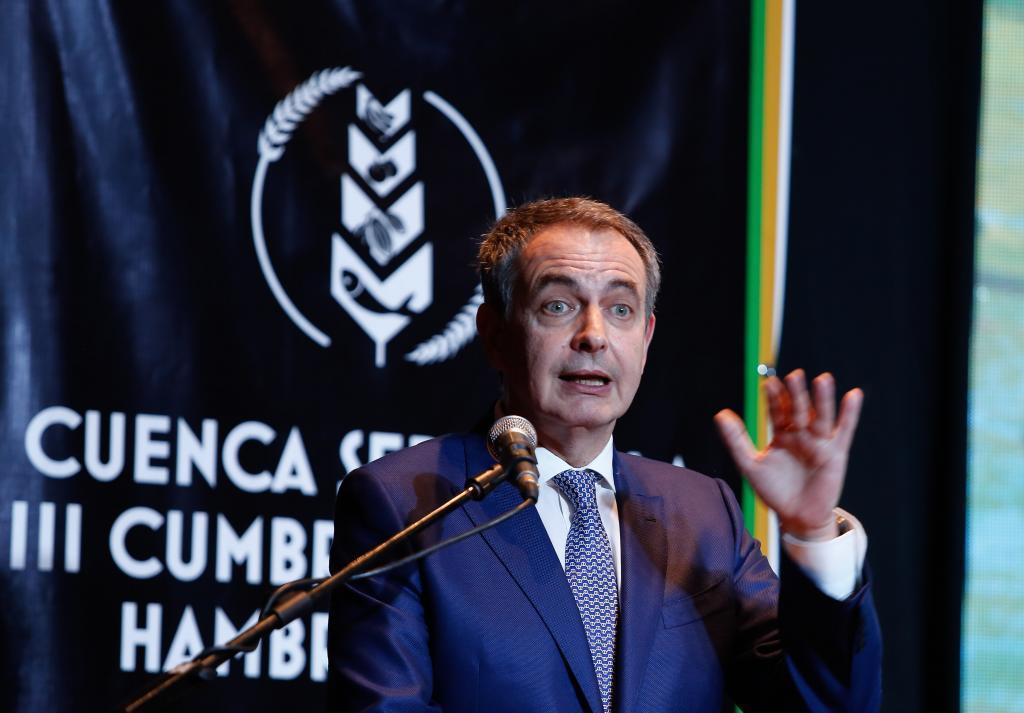 El expresidente José Luis Rodríguez Zapatero durante su intervención en la cumbre celebrada en Ecuador.