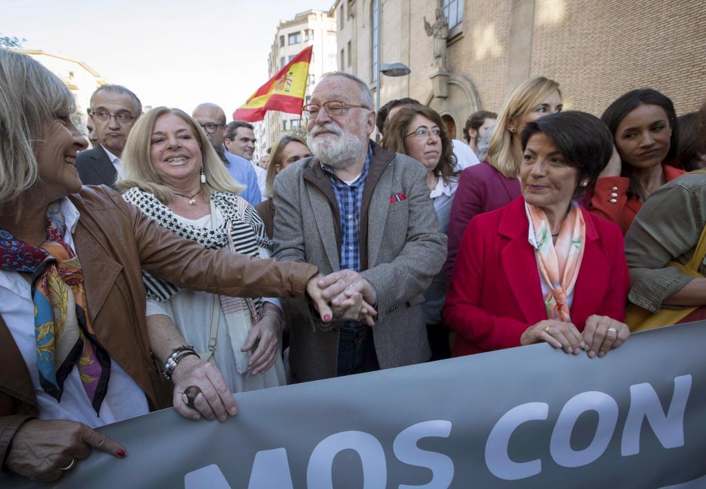 Dos de los firmantes, Fernando Savater y Consuelo Ordóñez (de...