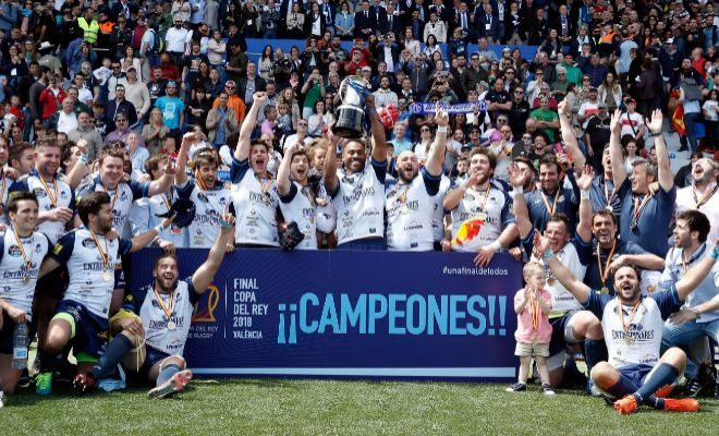 El VRAC Quesos Entrepinares posa con la Copa tras vencer al Silverstorm en la Final de la Copa del Rey.