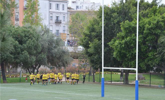 Un equipo mixto entrena en las instalaciones del Jardín del Túria.