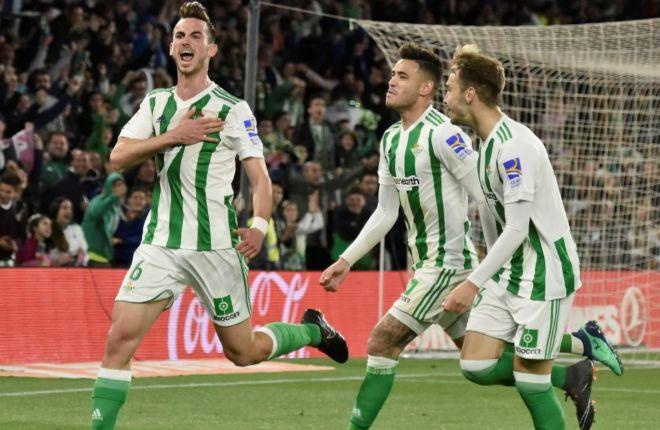 Fabián festeja el gol del triunfo ante el Málaga en el Villamarín.