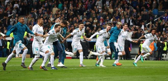 Los jugadores del Real Madrid celebran su pase a la final de la Champions.