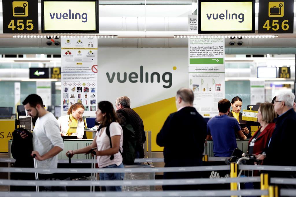 Un mostrador de la compañía Vueling en el aeropuerto de El Prat.