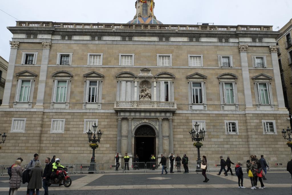 La Guardia Civil volvió el viernes a la Generalitat para buscar pruebas de  malversación durante el 1-O. EFE  Barcelona 15f9018197432
