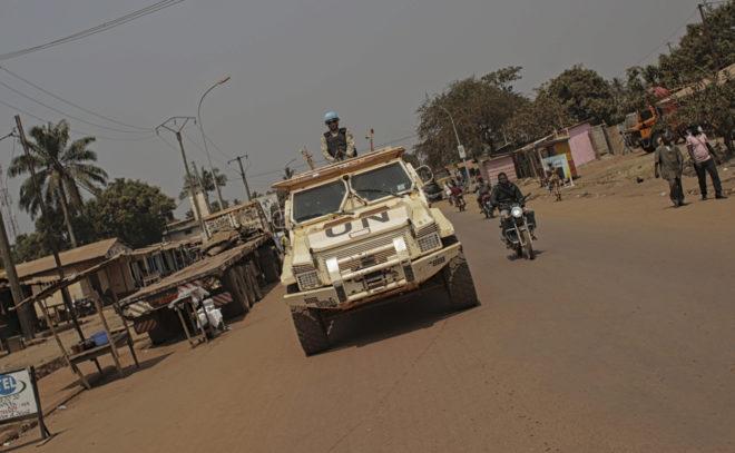 Vehículo blindado de Naciones Unidas, en el barrio musulmán de Bangui.