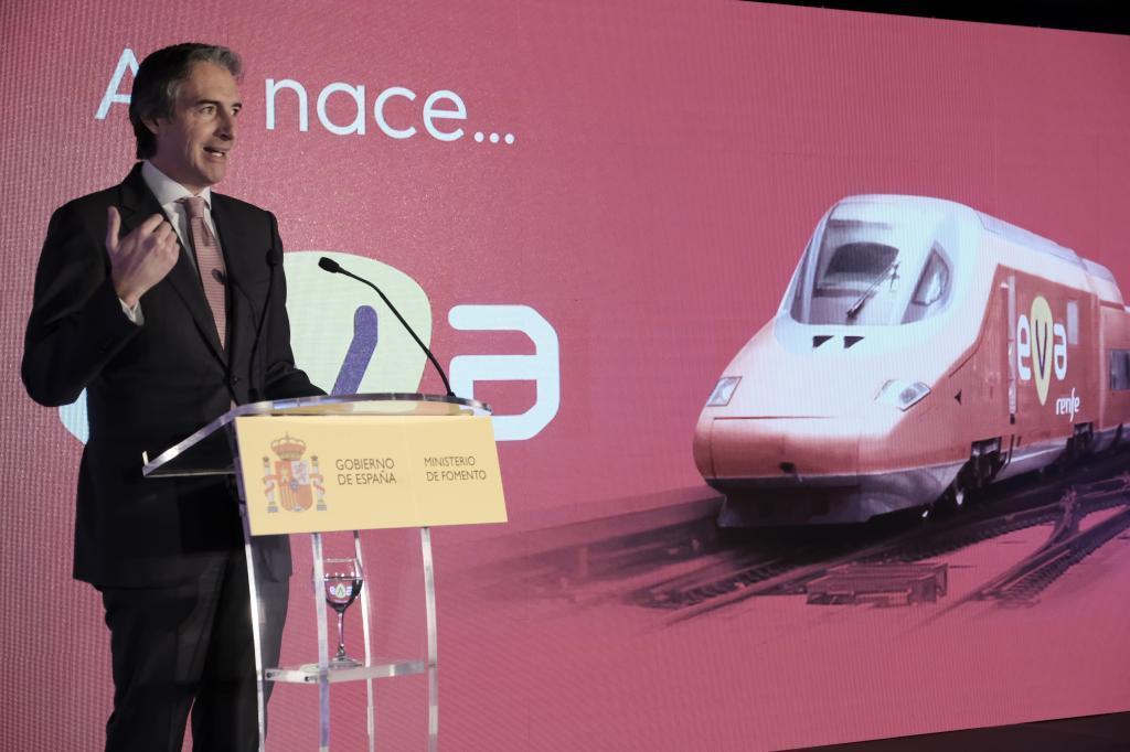 El ministro Íñigo de la Serna en la presentación del EVA de Renfe