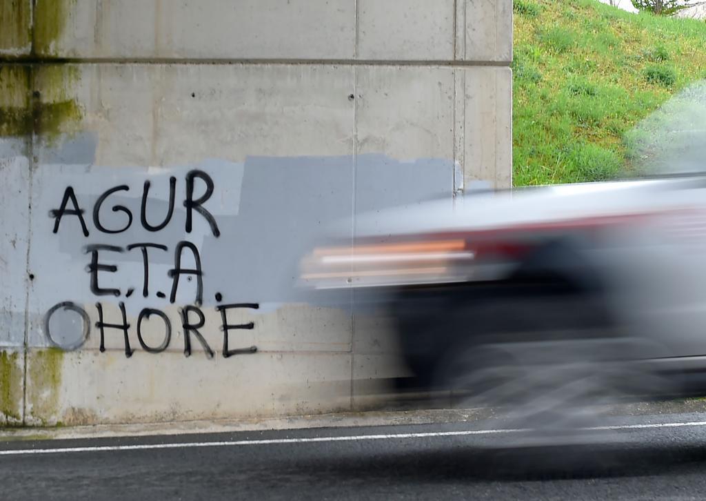 Una pintada sobre el fin de ETA en euskera en el País Vasco