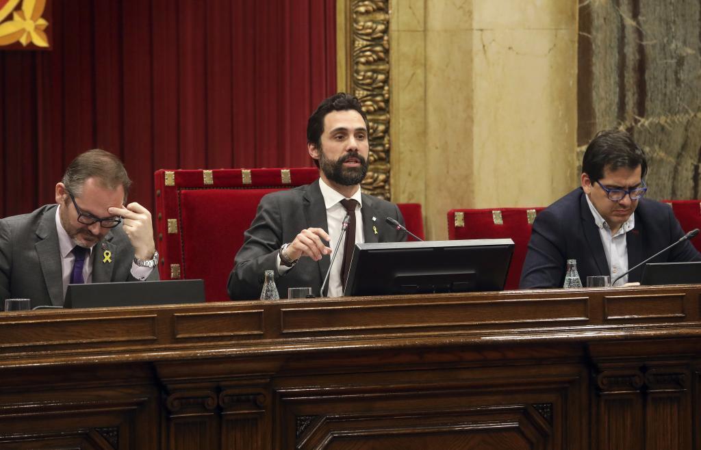 El presidente del parlament Roger Torrent  en el pleno del Parlament.