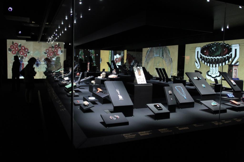 7660a530c54 Joyas de Cartier en una exposición en el Museo Thyssen en Madrid. ANTONIO  HEREDIA