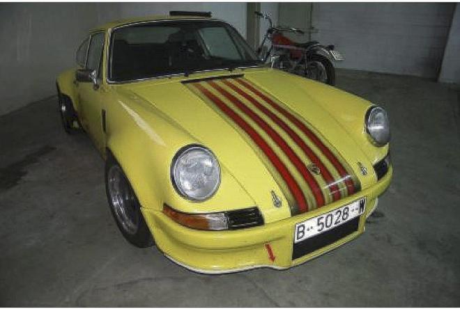Porsche 911 amarillo con la 'senyera' pintada en el capó valorado en 100.000 euros.