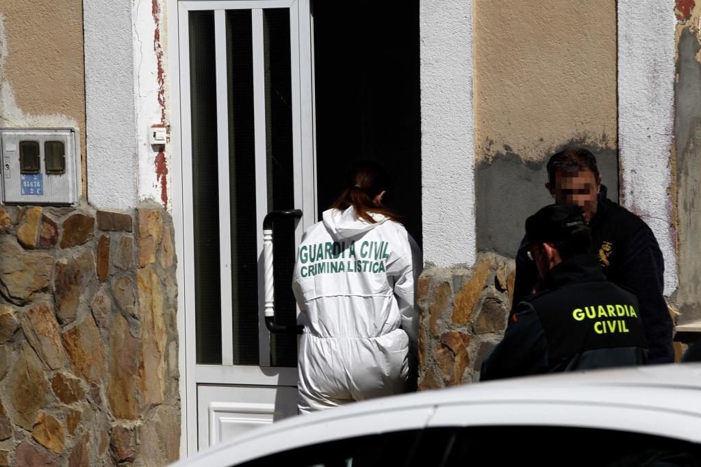 La Guardia Civil investiga en una casa de Castrogonzalo (Zamora).