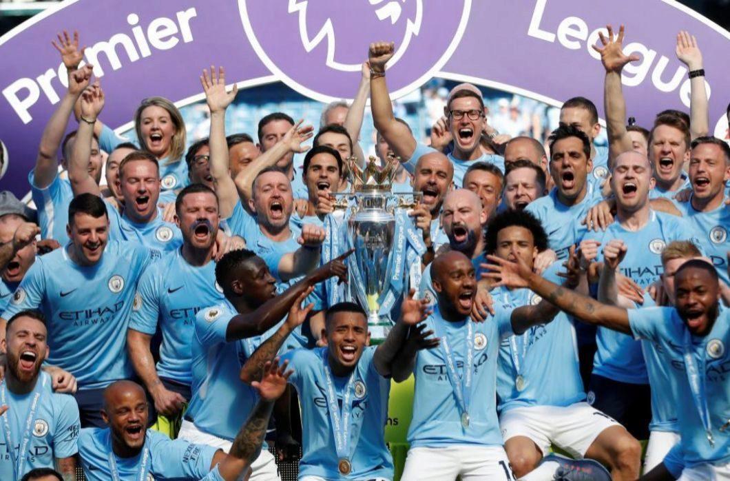 La plantilla entera del Manchester City, con Guardiola a la cabeza,...