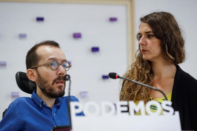 Los portavoces de Podemos, Pablo Echenique y Noelia Vera, en rueda de prensa