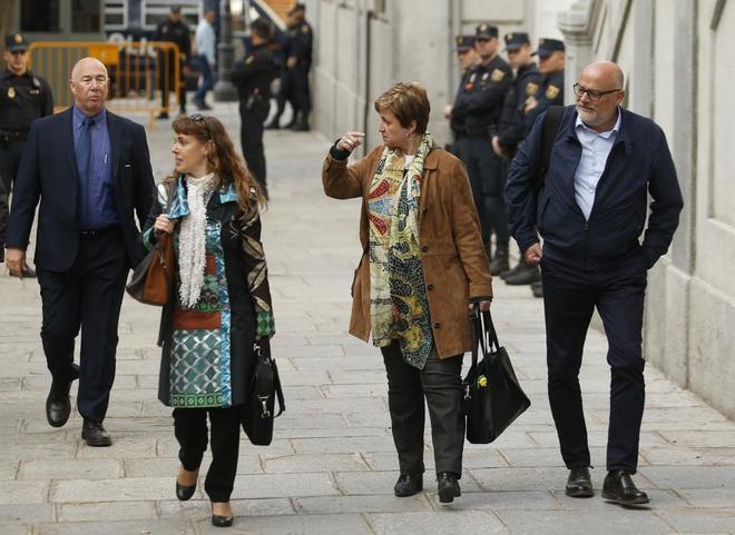 Los miembros de la Mesa del Parlament, Lluís Maria Corominas y Anna Simó