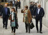 Los miembros de la Mesa del Parlament, Lluís Maria Corominas y Anna...