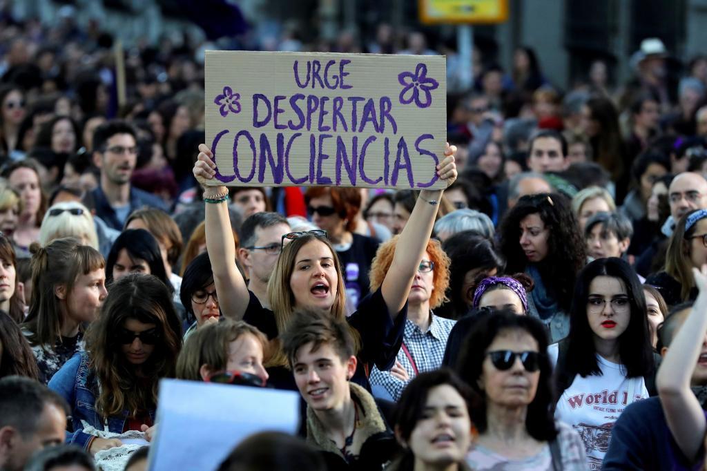 Manifestantes contra la sentencia del caso de La Manada, en una...