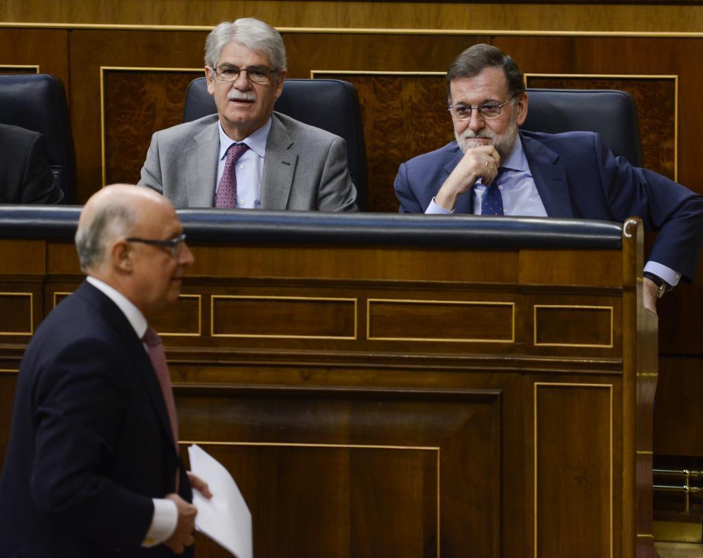 Cristóbal Montoro, Alfonso Dastis y Mariano Rajoy.