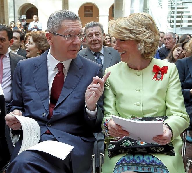 Los ex presidentes de la Comunidad de Madrid, Alberto Ruiz Gallardón y Esperanza Aguirre