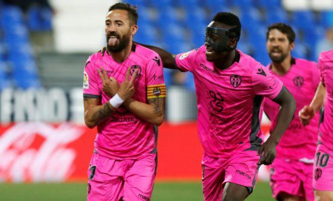 Morales celebra el primero gol marcado en Butarque.