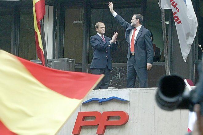 El entonces presidente del PP de Madrid, Pio García Escudero, junto a Mariano Rajoy, cuando éste era candidato a la presidencia del Gobierno