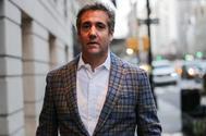 Michael Cohen, abogado  personal de Donald Trump, sale de un hotela en Nueva York.