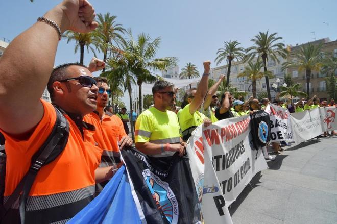 Protesta de estibadores en el puerto de Cádiz.
