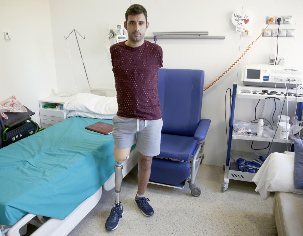 1a51f5410 La superación de Antonio  15.000 voltios le dejaron sin extremidades ...