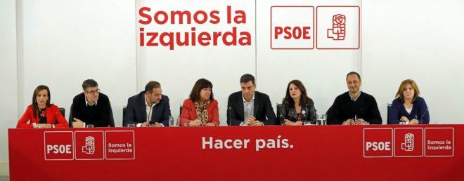 Pedro Sánchez entre Beatriz Corredor, Paxi López, José Luis...