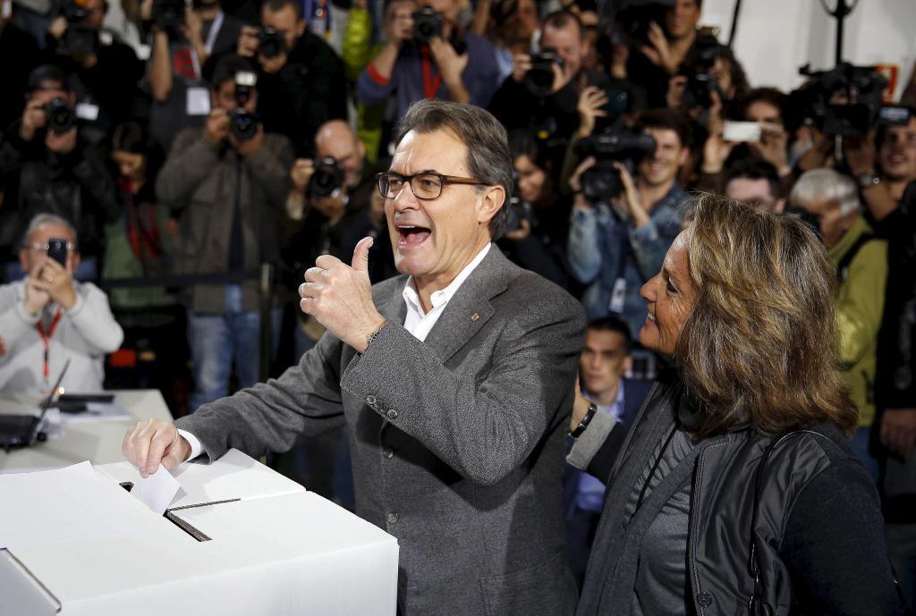 El entonces presidente de la Generalitat, Artur Mas, con su esposa al...