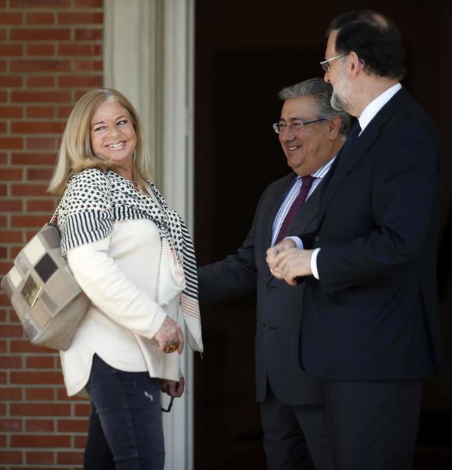Mariano Rajoy y Juan Ignacio Zoido con Consuelo Ordóñez en la...