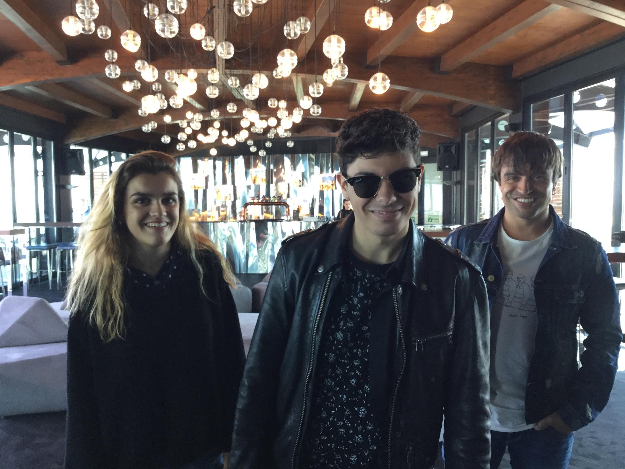Amaia y Alfred, con Manu Guix en Lisboa, dos días antes de actuar en...