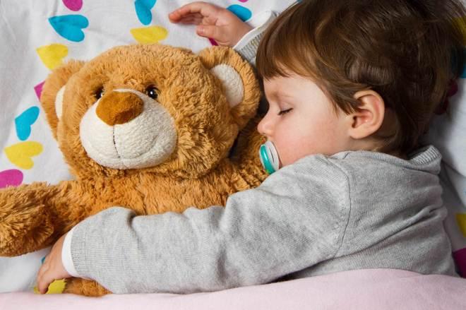 36d61b544ed8 Cinco trucos para enseñar a tu hijo a dormir | Familia & co